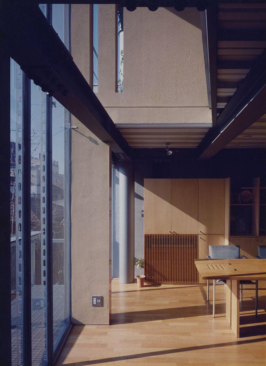 豊かな周辺環境を取り込み多様化させた住宅
