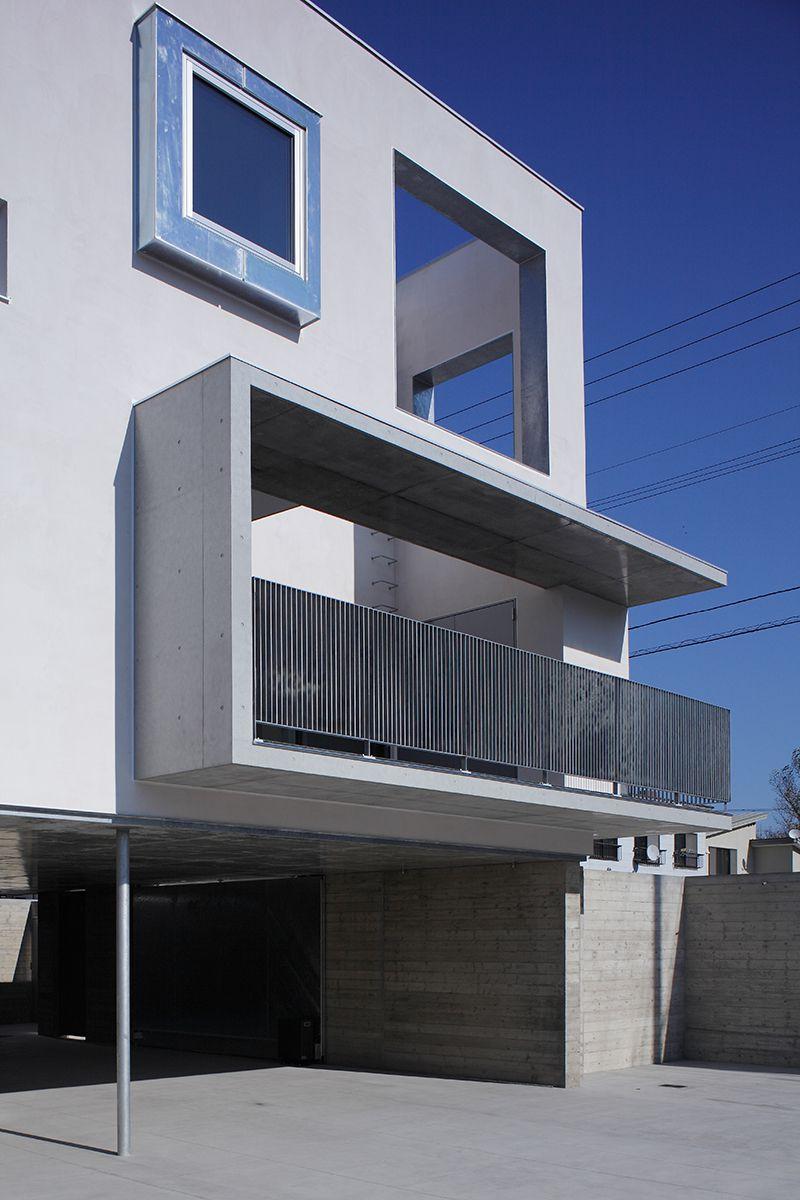 周辺の建物から採取したスケールを被せた住宅