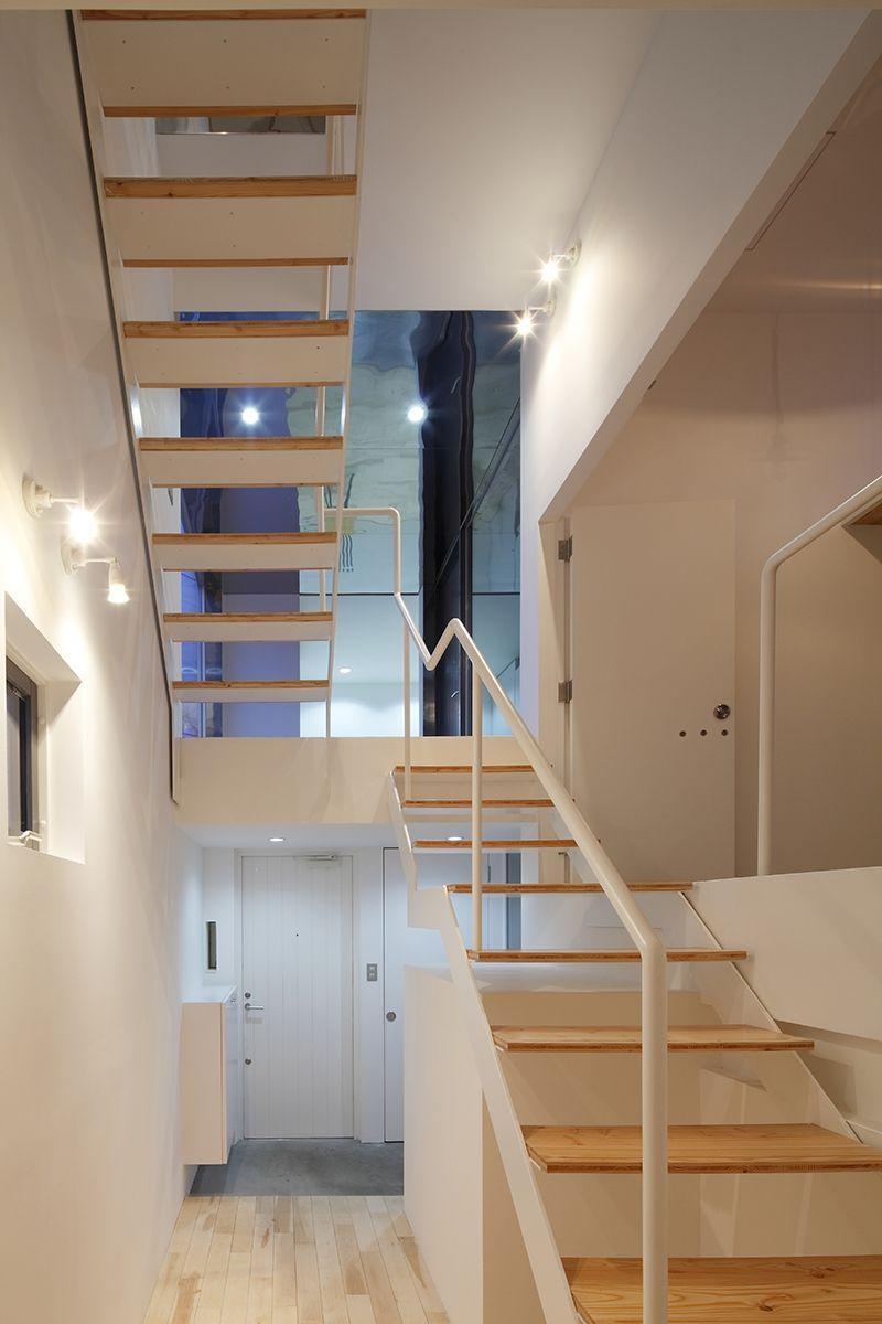 既存の日常風景と新たな生活風景をコラージュした狭小住宅