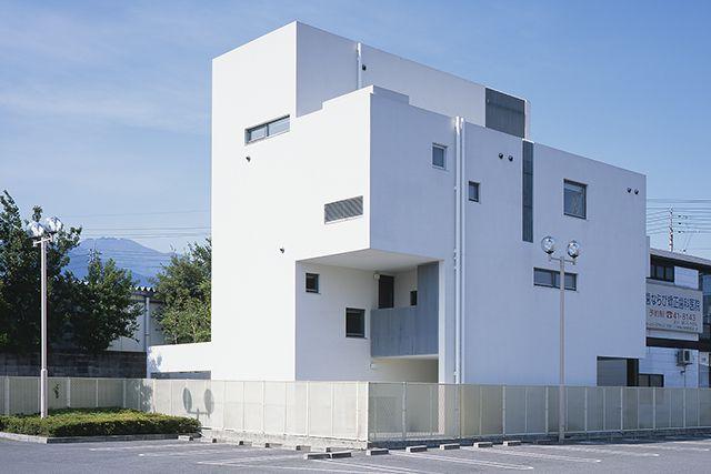 外部空間を内包し外に閉じ、内に開かれた住宅