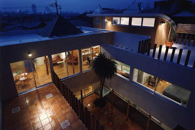 音楽スタジオ、ホームシアターを持つコートハウス
